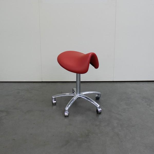 Sattelsitz anatomisch Large , Rot, mit Chromfuß, Ausstellungsstück G38