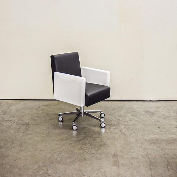 Stuhl Square Weiß, schwarz, Ausstellungsstück DH4